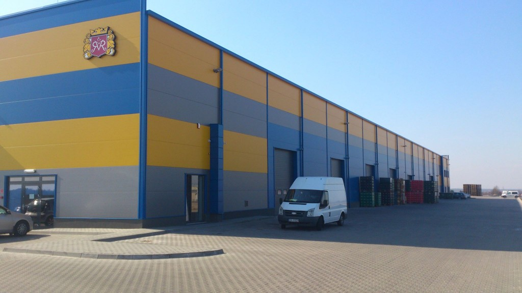 STORAGE HALL WITH OFFICE PARTS IN OSTRÓW WLKP.